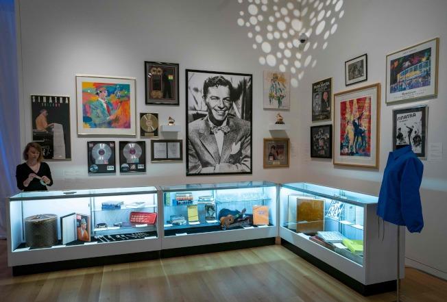 男歌星法兰克辛纳屈大批遗物,6日在纽约苏富比拍卖会上拍卖。(美联社)