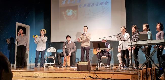 今年1月成立的 You & Me 樂團是音樂會的表演主力之一。 (記者唐嘉麗/攝影)