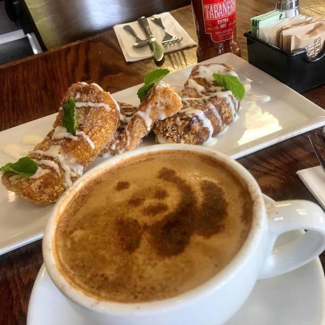 Blu Jam Café咖啡有不同圖案的拉花奶泡,每一次都是不同的驚喜。(Kamil Majer提供)