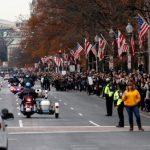 最後致敬老布希 逾4萬人頂寒風徹夜排隊