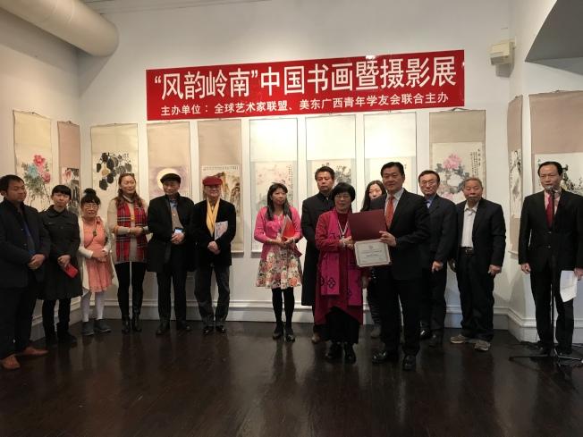 「風韻嶺南」中國書畫暨攝影展5日法拉盛開展。(記者劉大琪/攝影)