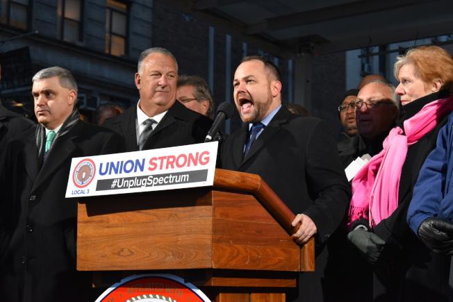 市议长张晟(Corey Johnson)表示市府将会和劳工站在一起