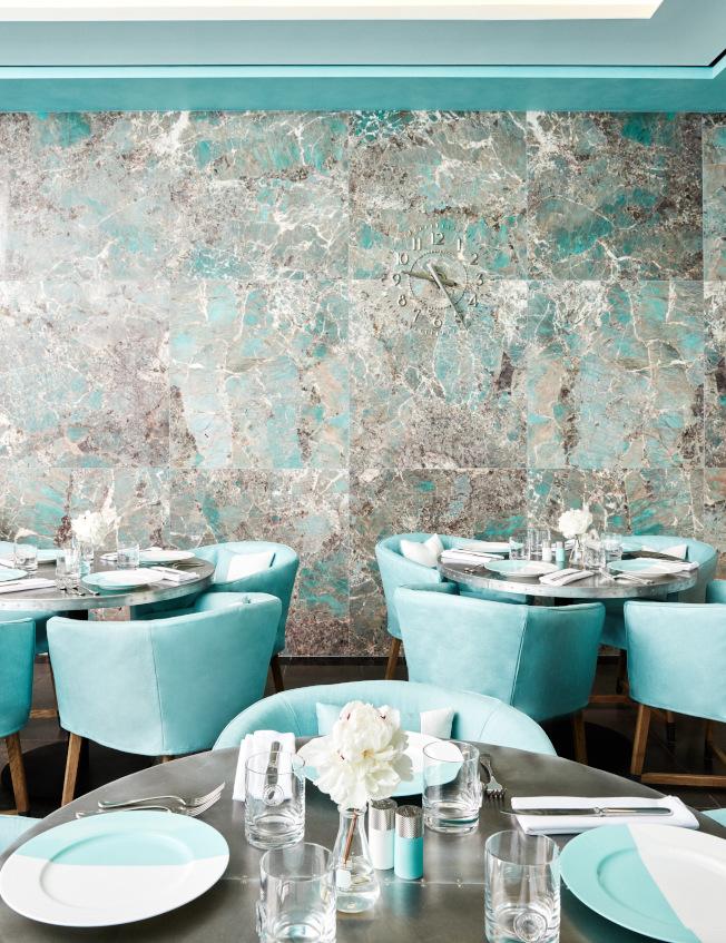知名珠寶商Tiffany將大手筆砸下2億5000萬元,全面改裝在紐約市曼哈頓第五大道上的旗艦店 ,包括已新增名為「藍盒子咖啡廳 」的餐廳。(美聯社)