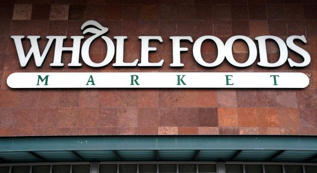 電商巨擘「亞馬遜」一年多前收購「全食超市」,但這個高檔連鎖超市的商品雖然品質高,價格並未下修。(路透)