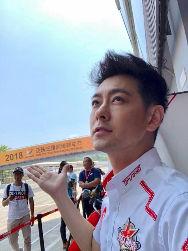 林志穎否認害班機延誤。(取材自臉書)