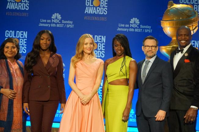 好萊塢外國記者協會主席Meher Tatna(左起)、金球小姐伊卓瑞斯艾巴(Idris Elba)女兒Isan、萊絲里曼恩(Leslie Mann)、戴娜葛瑞拉(Danai Gurira)、克里斯汀史萊特(Christian Slater)和泰瑞克魯斯(Terry Crews)、12月6日凌晨公佈了第76屆金球獎入圍名單。 (記者馬雲/攝影)