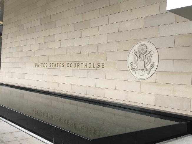 麥傑安6日在律師John Littrell陪同下出庭認罪,最多被判坐牢十年。(記者謝雨珊/攝影)
