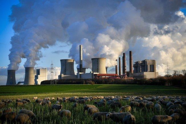 2018年的全球二氧化碳排放估計上升2.7%,圖為德國貝格海姆市的燃煤發電廠。歐新社