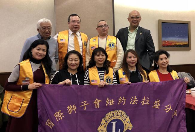 翁雅琳(前排中)宣布將在9日舉辦第27屆敬老大會。(翁雅琳提供)