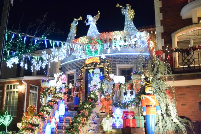 戴克高地的耶誕節燈飾,是當地由來已久的傳統( 記者顏潔恩/攝影)