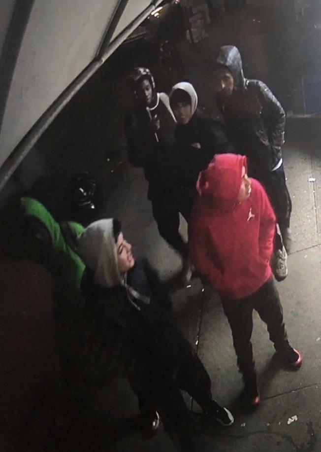 布碌崙(布魯克林)8大道多家華人商店與民眾,最近頻遭一群青少年騷擾。(8大道商家提供)