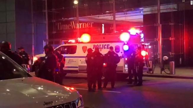 有線電視新聞網(CNN)6日晚再度傳出被放置炸彈,大樓全部疏散進行調查。(取自CNN)