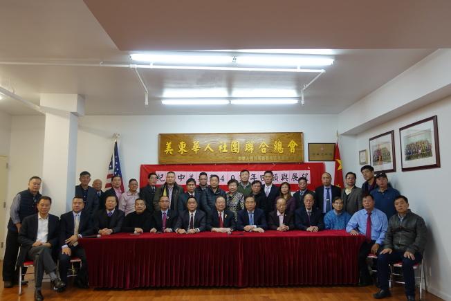 陳清泉(前排左七)等對中美關係未來發展持樂觀態度。(記者金春香/攝影)