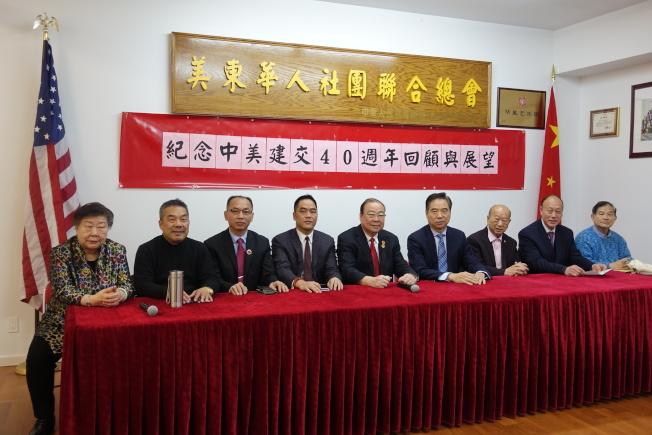 陳清泉(左五)等對中美關係未來發展持樂觀態度。(記者金春香/攝影)