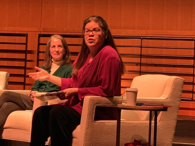 南海岸劇團的高桑(Hisa Takakuwa,右)及Susan Reeder暢談該團推動表演藝術的成果。(記者蕭迪玉/攝影)