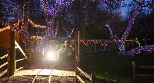 耶誕火車點燈是每年爾灣公園鐵路公司迎接耶誕節的傳統。(爾灣公園鐵路公司提供)