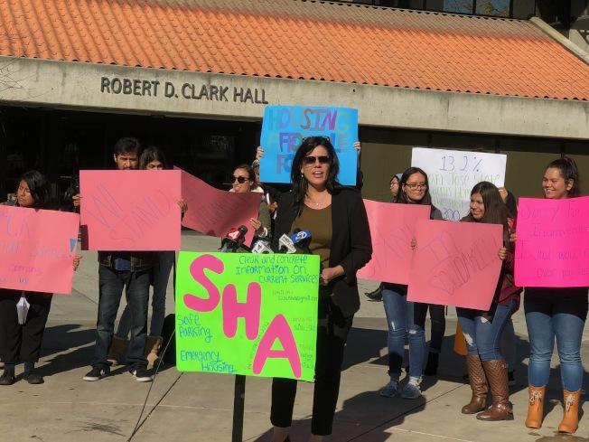 聖荷西市副市長到場發表講話,為遊民聯盟站台。(記者李佳琳/攝影)