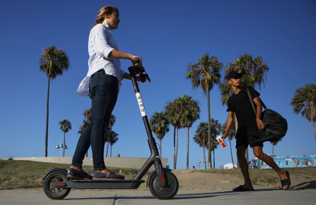 聖荷西要求電動滑板車公司開發新技術保障行人安全。(Getty Images)