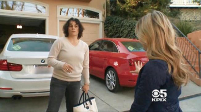 灣區CBS電視找到被起訴的女事主諾瓦克(Caroline Novak)。(電視新聞截圖)