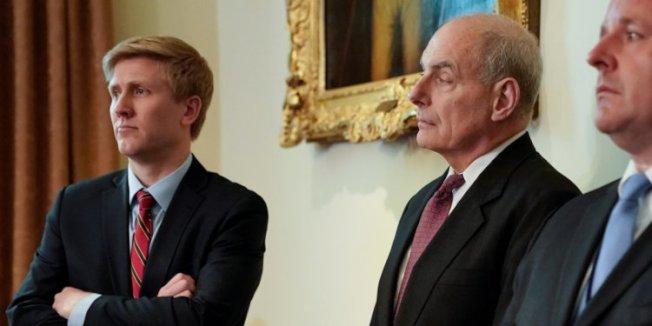 艾爾斯(左)可能接任白宮幕僚長一職。路透