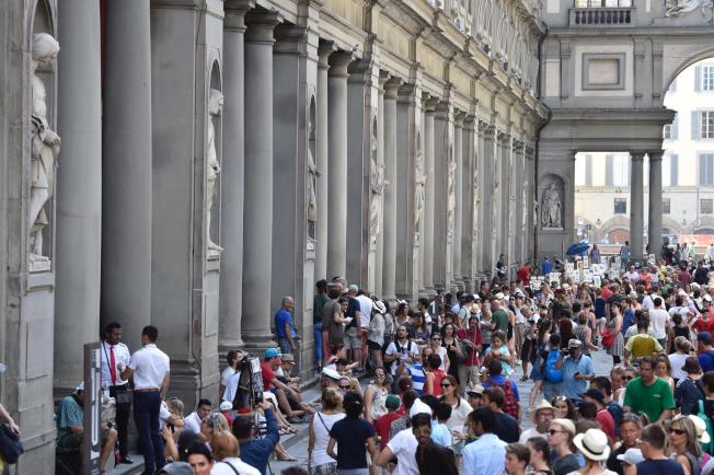 義大利烏菲茲美術館擬定辦法,希望解決館內館外的大量遊客。美聯社