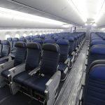 對抗大爺式坐姿 女乘客籲航空公司設女性專屬座位區