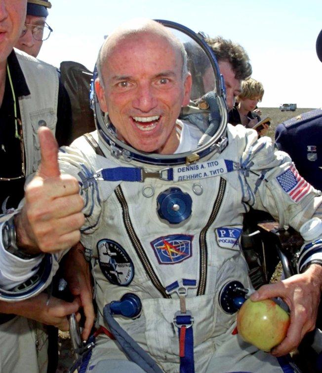 狄托在外太空待了八天後返回地球。(美聯社)