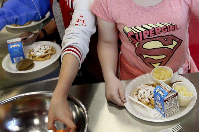 精製穀物、低脂巧克力牛奶 重回學校午餐