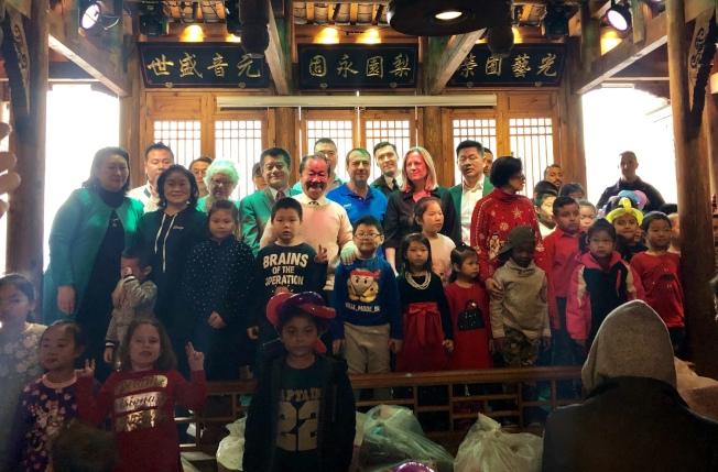 109分局聯合法拉盛華商會舉辦耶誕節聯歡會。(記者朱蕾╱攝影)