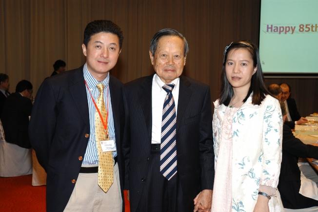 張首晟2007年到新加坡為恩師楊振寧祝壽。(本報資料照片)