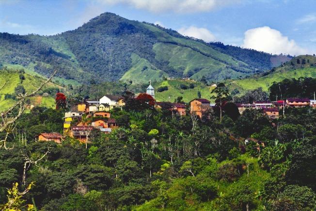 住在厄瓜多,周圍往往是群山環繞。(Pixabay)