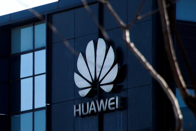 日本目前的行動通訊業者中, 只有軟銀在「4G」的一部分領域採用了華為技術和中興通訊(ZTE)的設備,將再評估現有的4G設備是否改用其他企業産品。圖為華為在北京的辦公室。路透