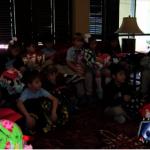 小學生織毛毯 贈50名小癌患