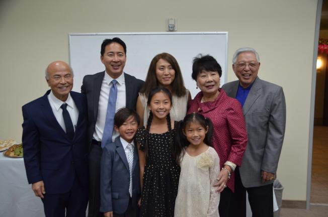 夏開玉的家人參加教室命名儀式。(記者王全秀子/攝影)