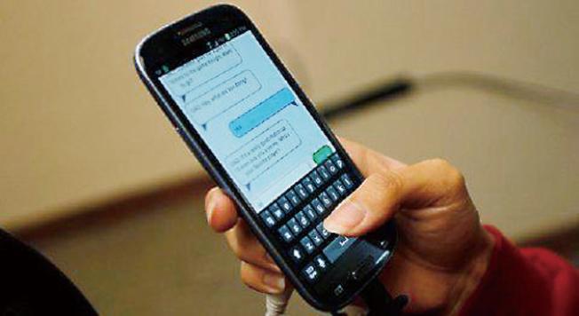 加州公用事業委員會將於1月10日投票決定是否向簡訊收取費用。(Getty Images)