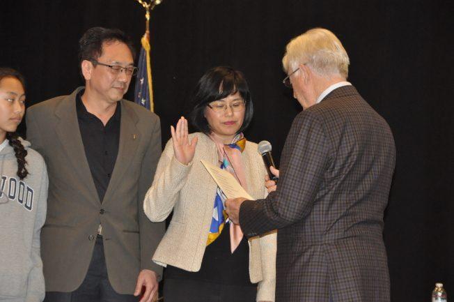 薩拉度加市議員宣誓就職 趙嬿成唯一華裔、朱淑玲告別議會