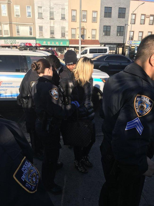 Anna Lushchinskaya被警方逮捕。(臉書截圖)