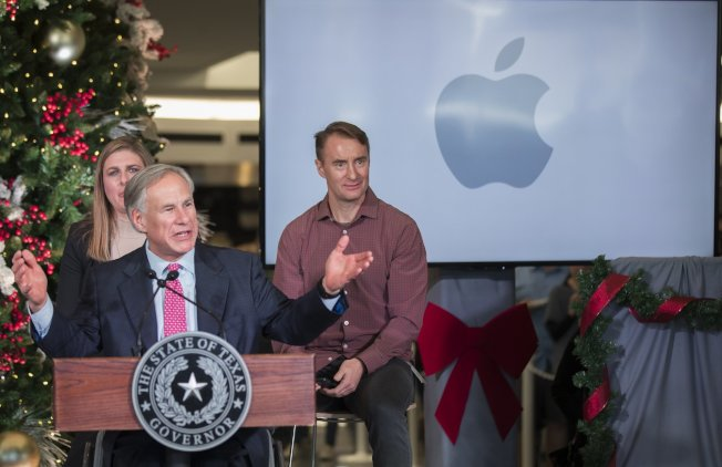 德州州長艾伯特歡迎蘋果公司投資在德州奧斯汀新建科技中心。(美聯社)