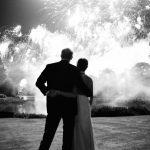 英王室公布耶誕卡 哈利梅根看煙火照吸睛
