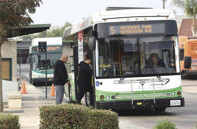 加州空氣資源委員會14日決議,2029年前所有新公車必須零碳排放。美聯社
