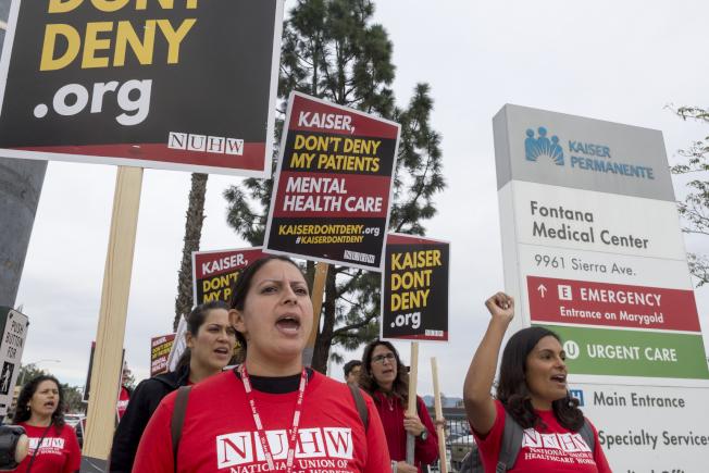 德州聯邦法官裁定歐記健保違憲,民主黨議員矢言上訴。加州精神醫護人員罷工抗議人力短缺影響醫護品質。(美聯社)
