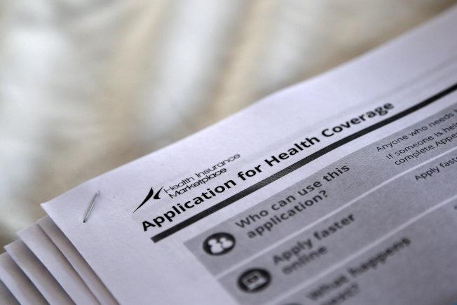 德州法官裁定歐記健保違憲。圖為申請加入歐記健保的書面表格。(路透)