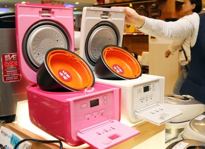 因應獨居人數增加,業者也極力推出單身電器用品。(本報資料照片)