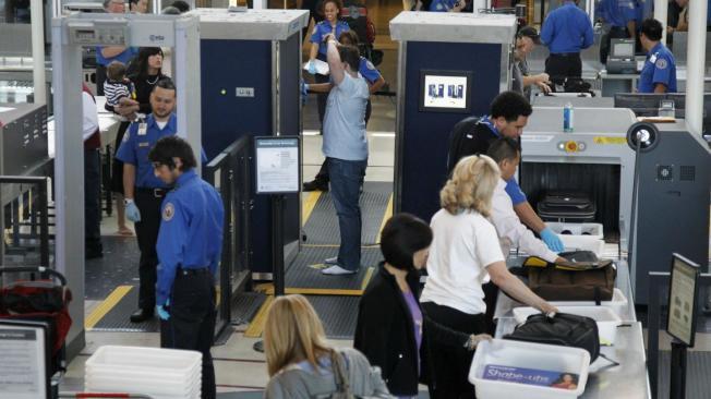 芝加哥歐海爾機場結合CT scan與自動通道,分流「額外審查」行李,不耽擱後面行李檢查。(路透)