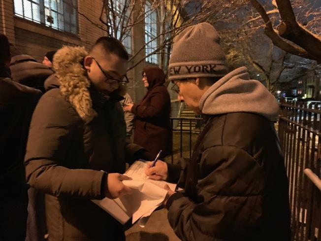 17日晚里民大會也收集民意,為明年前往市政廳抗議做準備。(記者賴蕙榆/攝影)