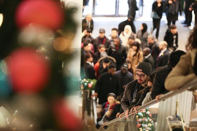 耶誕節隔天如果到店裡退貨,將遇到擁擠人潮。(Getty Images)
