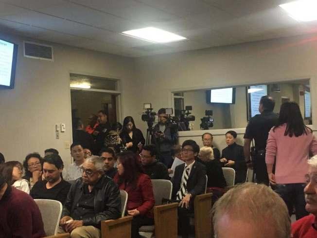 艾爾蒙地議會廳座無虛席。(記者林佩錦╱攝影)