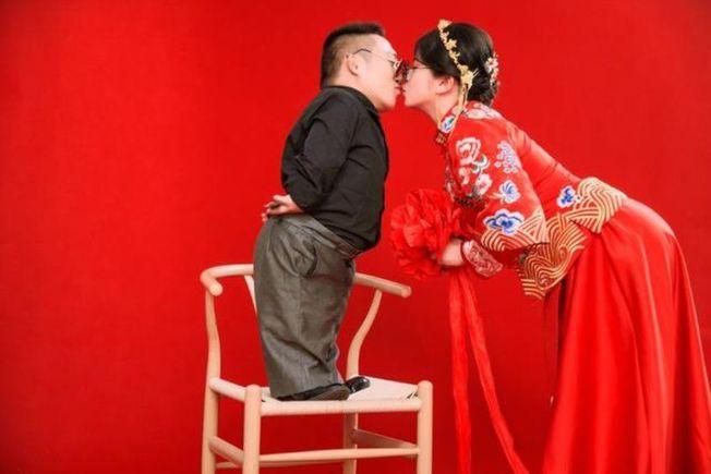 身高不是距离!1.6米河北美女嫁0.9米小男人
