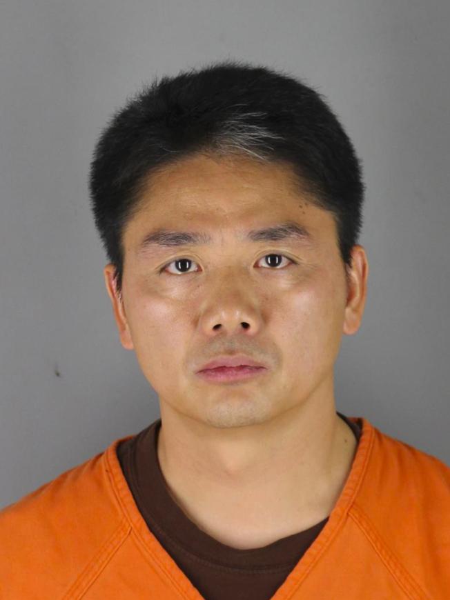 身穿橘色囚服的劉強東照片,在中國社交媒體廣為流傳。(本報檔案照)