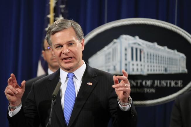 聯邦調查局長雷伊說,兩名中國駭客涉嫌侵入12州的45家公司和個人的電腦,竊取大量商業機密。(美聯社)